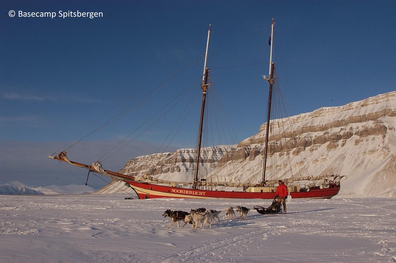 Schiff im Eis Hotel Spitzbergen